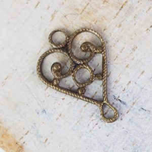 Antique bronze filigree heart connector 10x15 mm x 1 pc
