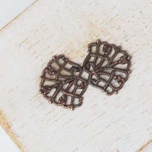 Antique copper filigree bowtie 26x15 mm x 1 pc