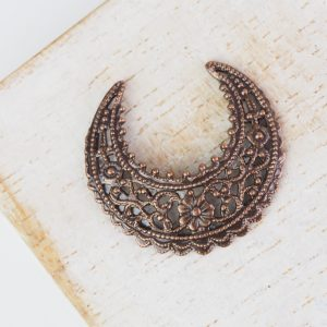 Antique copper filigree small crescent 22x24 mm x 1 pc