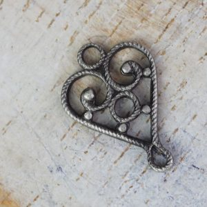 Patina silver filigree heart connector 10x15 mm x 1 pc