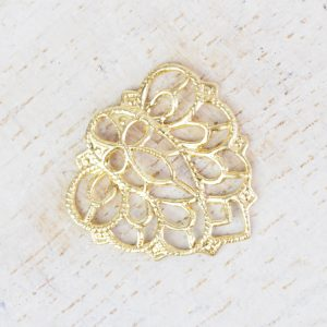 Yellow gold filigree falling leaf 18x18 mm x 1 pc