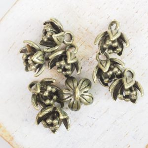 9x8 mm charm flower antique bronze x 1 pc(s)