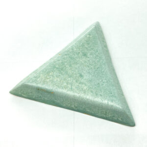 Big Triangle L2Studio cabochon Minze on light clay x 1 pc(s)
