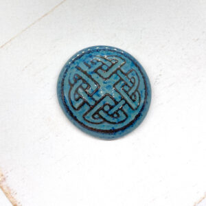 Celtic Round L2Studio cabochon Blue Effect on dark clay x 1 pc(s)