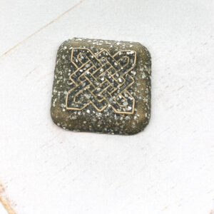 Celtic Square L2Studio cabochon Grey Glimmer on light clay x 1 pc(s)