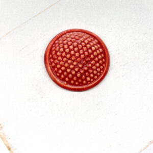Dotty L2Studio cabochon Red Satin on light clay x 1 pc(s)