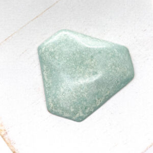 Facet Triangle L2Studio cabochon Minze on light clay x 1 pc(s)