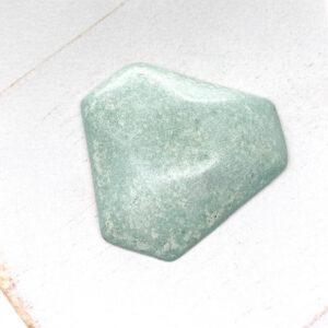 Facet Triangle L2Studio cabochon Minze on light clay x 1 pc(s)