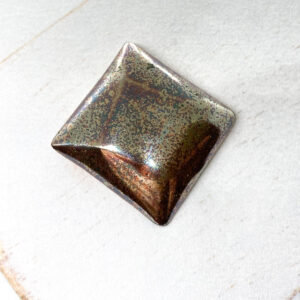 Rotated Square L2Studio cabochon Rosegold Luster on light clay x 1 pc(s)