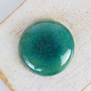 Round L2Studio cabochon Crystal Green on light clay x 1 pc(s)