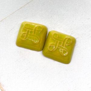 Small Celtic Square L2Studio cabochon Avocado on light clay x 1 pc(s)