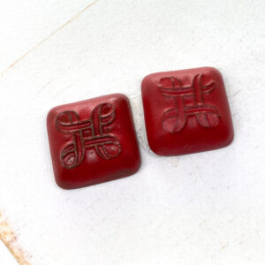 Small Celtic Square L2Studio cabochon Red Velvet on dark clay x 1 pc(s)