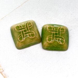 Small Celtic Square L2Studio cabochon Smaragd Green on light clay x 1 pc(s)