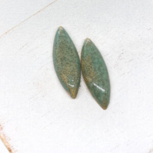 Small Navette L2Studio cabochon Tizian Green on light clay x 1 pc(s)
