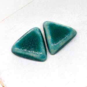 Small Triangle L2Studio cabochon Crystal Turquoise on light clay x 1 pc(s)