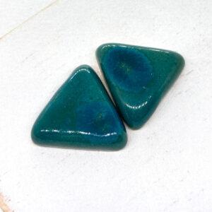 Small Triangle L2Studio cabochon Green Alley on light clay x 1 pc(s)