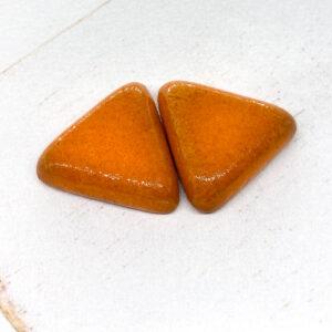 Small Triangle L2Studio cabochon Orange on light clay x 1 pc(s)
