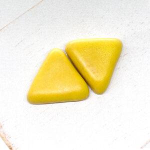 Small Triangle L2Studio cabochon Yellow Mat on light clay x 1 pc(s)