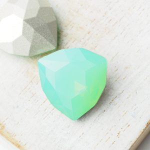 17 mm trillion triangle glass cabochon Green Pacific Opal x 1 pc(s)