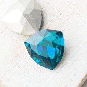 17 mm trillion triangle glass cabochon Green Zircon x 1 pc(s)