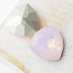 17 mm trillion triangle glass cabochon Rose Opal x 1 pc(s)
