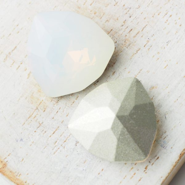 17 mm trillion triangle glass cabochon White Opal x 1 pc(s)