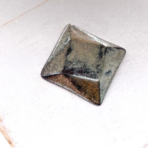 Rotated Square L2Studio cabochon Gloria on light clay x 1 pc(s)