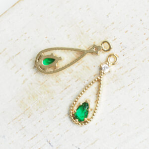 """6x18 mm Bollywood glass drop in metal setting Fern Green in Gold x 2 pc(s)"""""""