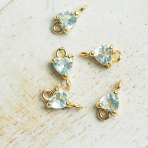 5 x 9 mm Tiny Heart Crystal Connector Light Blue x 4 pc(s)