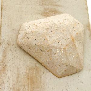 Facet Triangle L2Studio cabochon White Glitter on light clay x 1 pc(s)